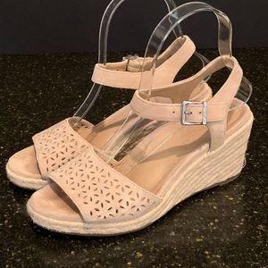 Vionic Ariel Woven Wedge Sandals.  Size 6.